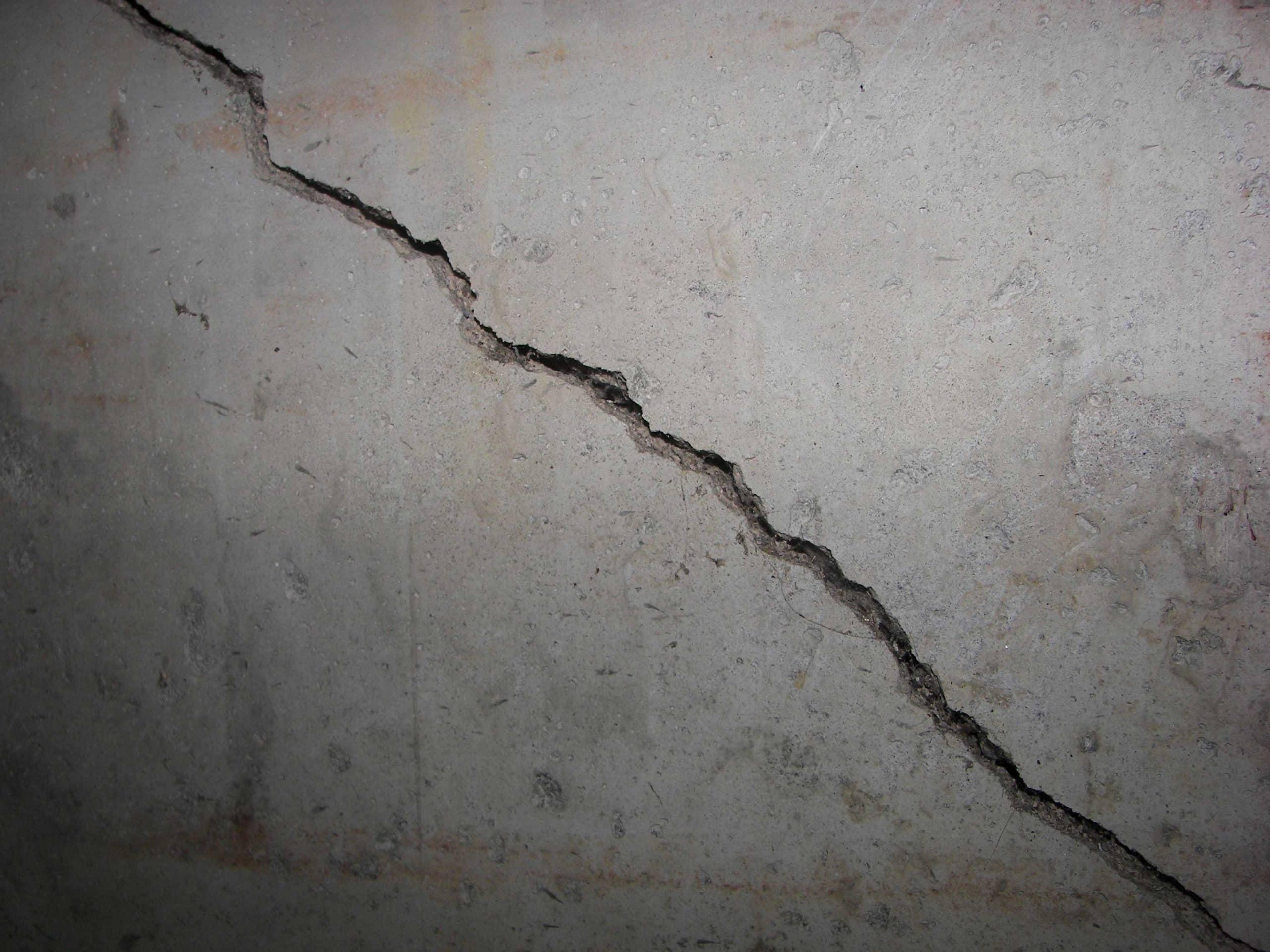 Comment fixer un meuble sur un mur en béton?